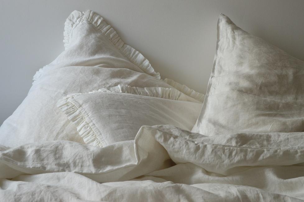 leinen bettw sche garnitur madara 135x 200 cm wei. Black Bedroom Furniture Sets. Home Design Ideas