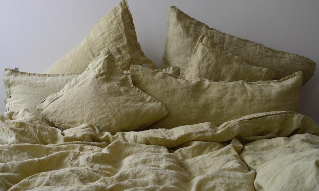 leinen bettw sche garnitur l ga olivgr n hell 200x 220 cm 40x 60 cm 40x 80 cm oder 80x 80 cm. Black Bedroom Furniture Sets. Home Design Ideas